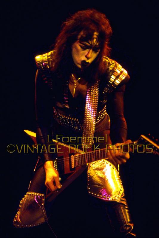 Vinnie Vincent - Page 6 Kiss_t12