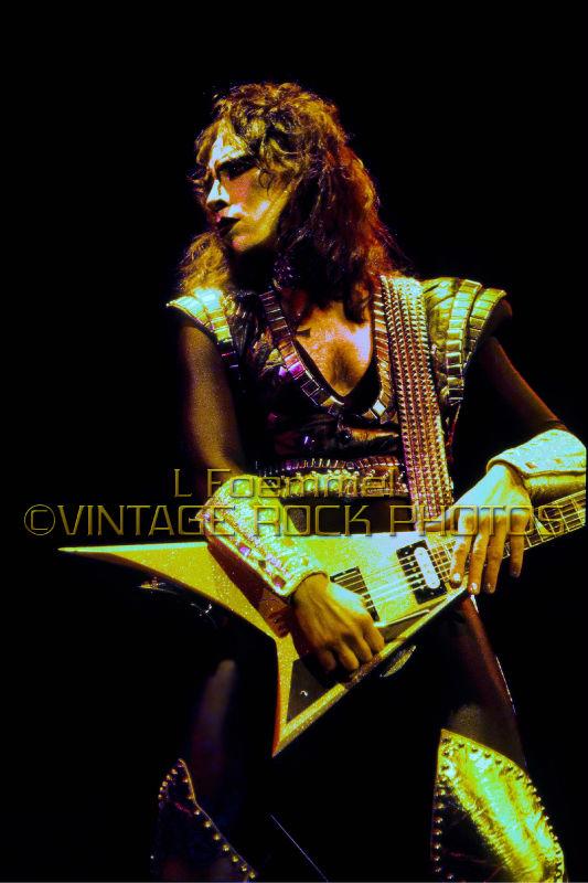 Vinnie Vincent - Page 6 Kiss_t14