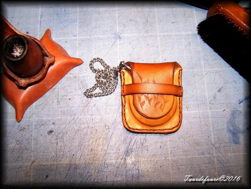Accessoires en cuir pour le rasage - Page 15 100_4625