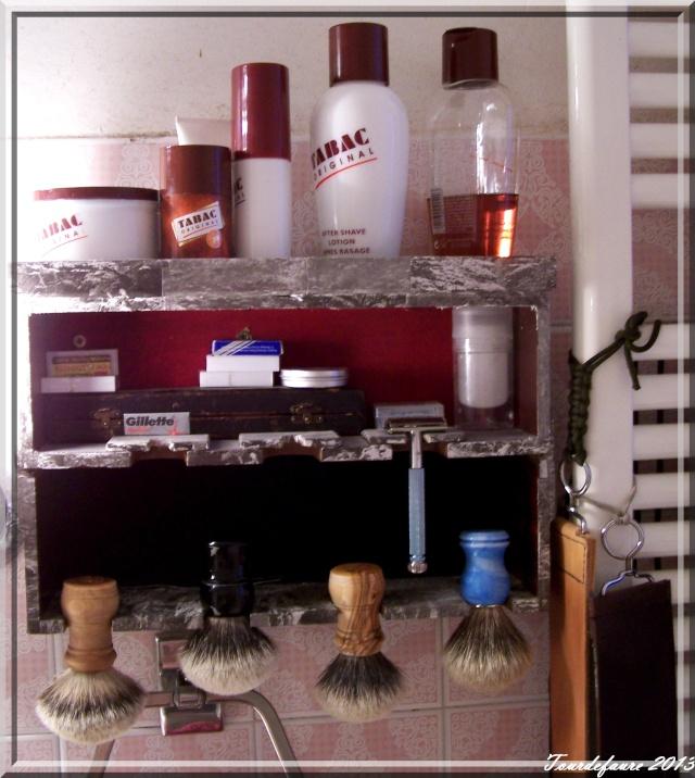 Photos de votre armoire spéciale rasage (ou de la partie réservée au rasage) Photo138