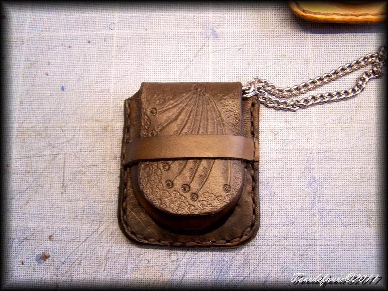 Accessoires en cuir pour le rasage - Page 15 Pochet10