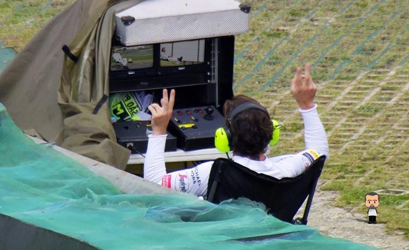 Les images insolites de la F1 - Page 3 Cxaffk10