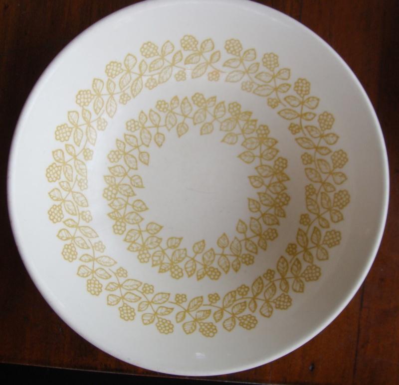 Bramble/Berry pattern  ~ is Amelia d394 and Amelia Gold d389 Dsc01310
