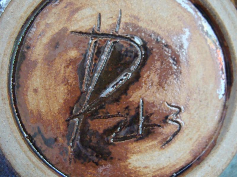 Gorgeous Bowl, unknown mark - is Hugh Prosser Dsc01324