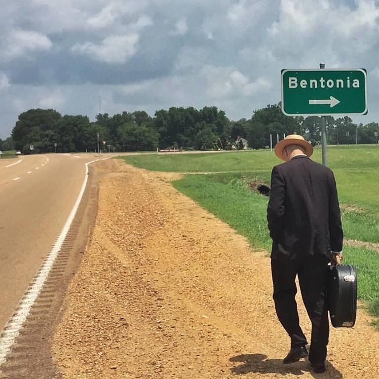 Le blues authentique dans les juke-joints du delta du Mississippi aux États-Unis - Page 2 Benton10