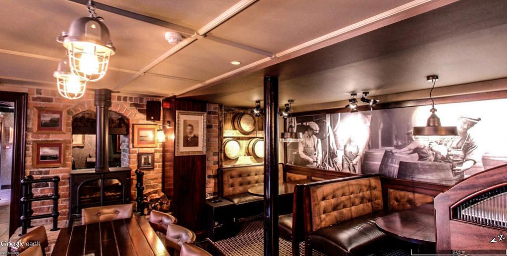 STREET VIEW : les pubs, une invitation à entrer... Brogan11