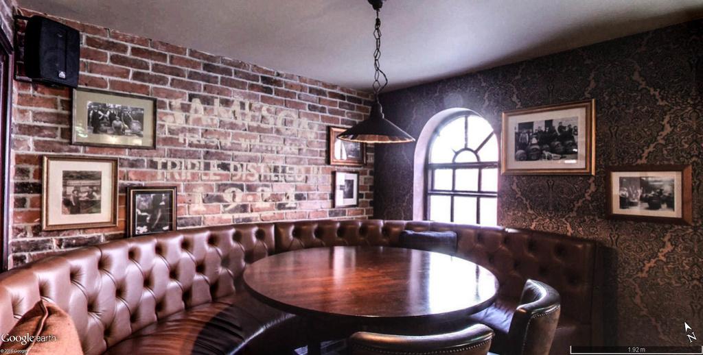 STREET VIEW : les pubs, une invitation à entrer... Brogan12