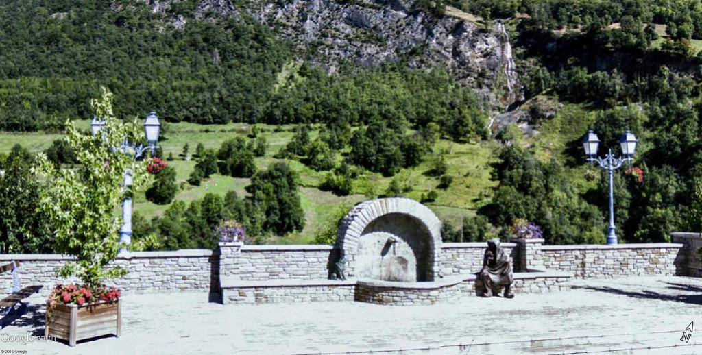 Une fontaine à Viella en Pays Toy, Hautes-Pyrénées - France Viella10