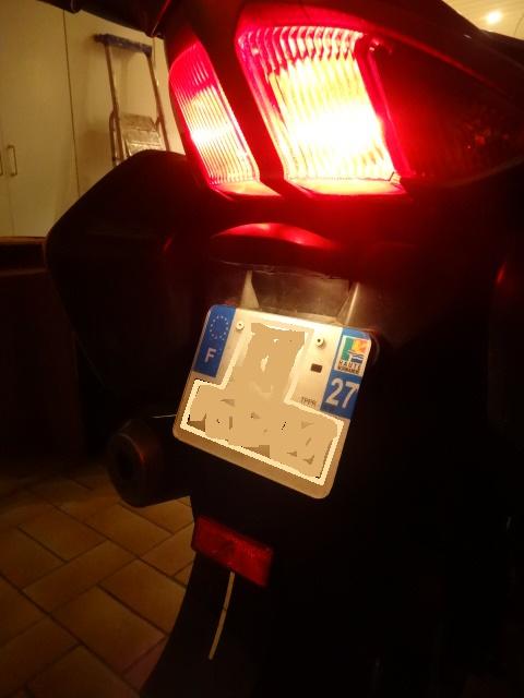 3ème feu stop - catadioptre ou autre Dsc08510