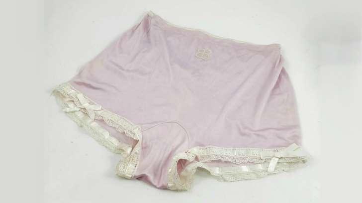 Mais qui a pu acheter la culotte d'Eva Braun Aak3vo10