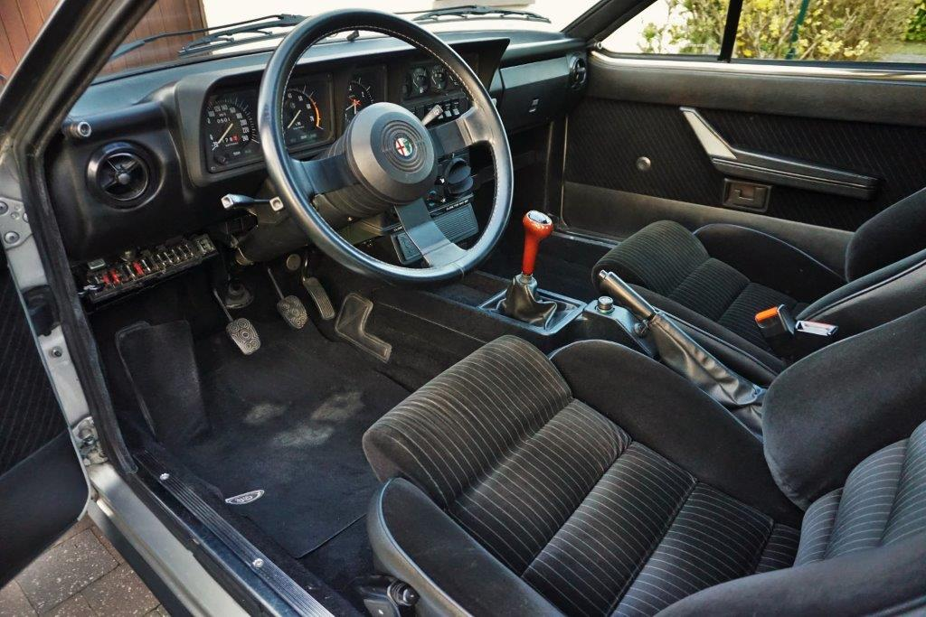 Je vends ma GTV6 de 1987 140000km... 1110