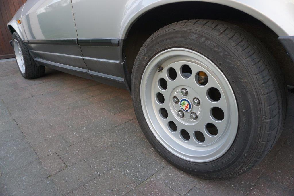 Je vends ma GTV6 de 1987 140000km... 3510