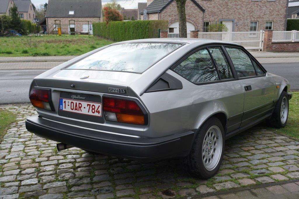Je vends ma GTV6 de 1987 140000km... D10