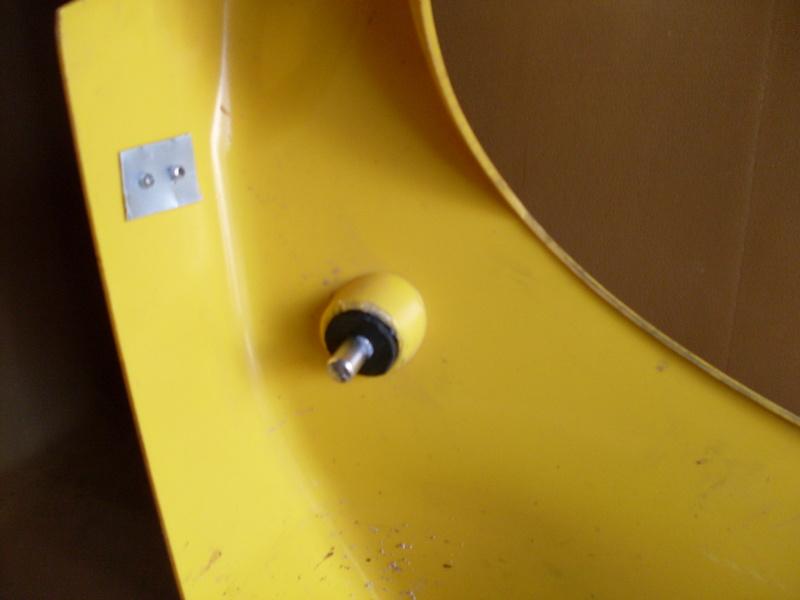 Fixation du capot avant Sdc11611