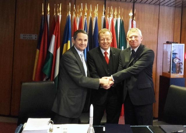 Ariane 6 - Signature de la confirmation du programme entre ASL et l'ESA à Paris - 9 novembre 2016 20161111