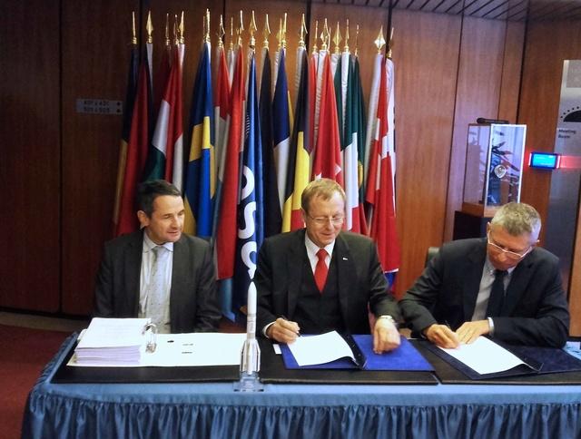 Ariane 6 - Signature de la confirmation du programme entre ASL et l'ESA à Paris - 9 novembre 2016 20161113