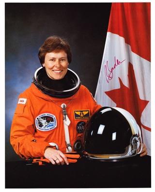 25ème anniversaire de la mission STS-42 / Roberta Bondar devient la première canadienne dans l'espace Bondar10