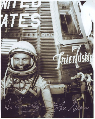 Disparition de John Glenn (1921 - 2016) Glenn_11