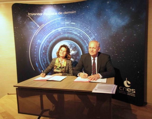 Signature d'une convention-cadre entre le CNES et le MEEM / 11 janvier 2017 Img_8710