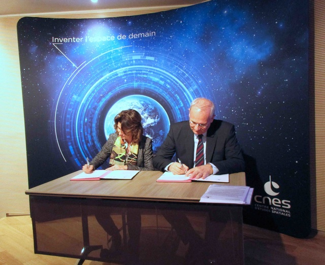 Signature d'une convention-cadre entre le CNES et le MEEM / 11 janvier 2017 Img_8711