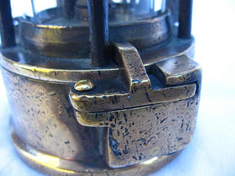 lampes de mineurs,  divers objets de mine, outils de mineur et documents  - Page 5 Img_9451