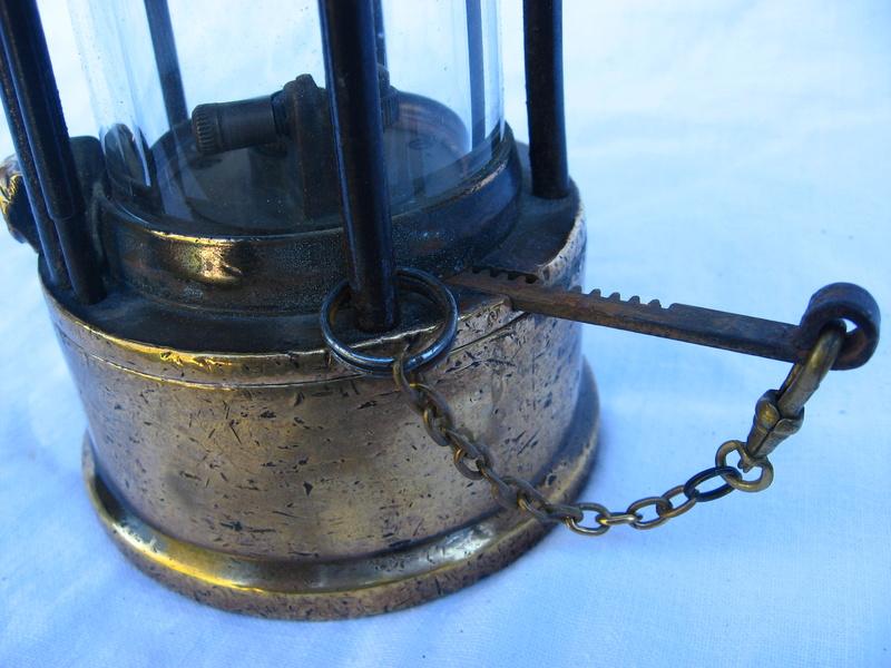 lampes de mineurs,  divers objets de mine, outils de mineur et documents  - Page 5 Img_9452