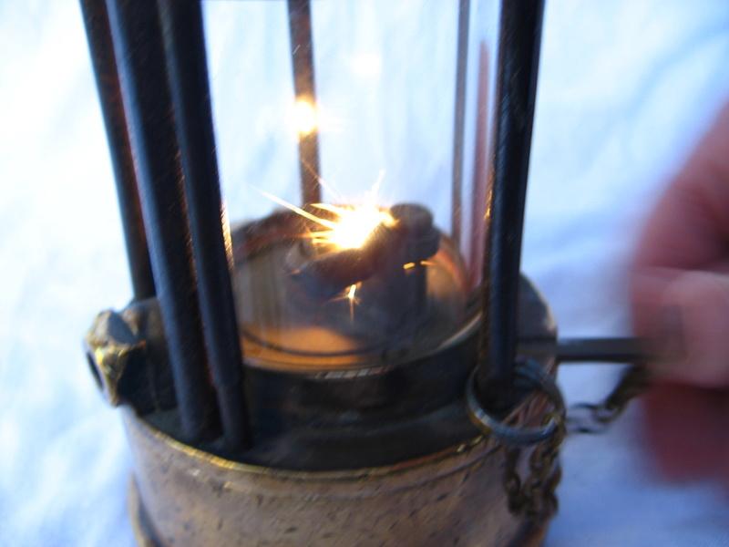 lampes de mineurs,  divers objets de mine, outils de mineur et documents  - Page 5 Img_9453