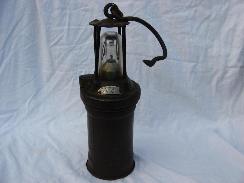 lampes de mineurs,  divers objets de mine, outils de mineur et documents  - Page 5 Img_9710