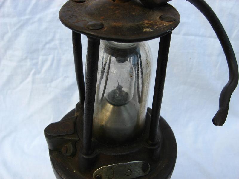 lampes de mineurs,  divers objets de mine, outils de mineur et documents  - Page 5 Img_9713