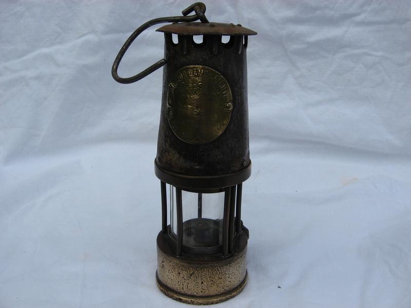 lampes de mineurs,  divers objets de mine, outils de mineur et documents  - Page 5 Img_9767