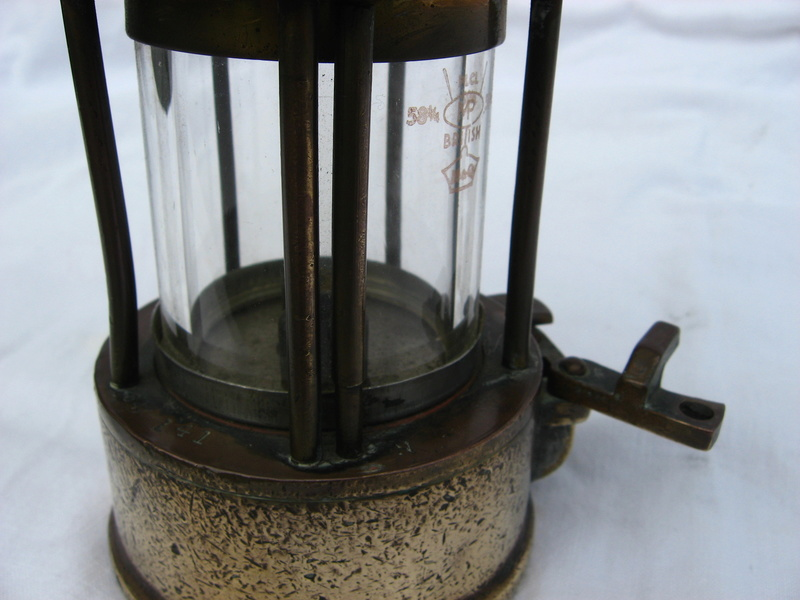 lampes de mineurs,  divers objets de mine, outils de mineur et documents  - Page 5 Img_9769