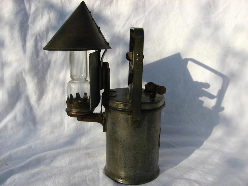 lampes de mineurs,  divers objets de mine, outils de mineur et documents  - Page 5 Img_9829
