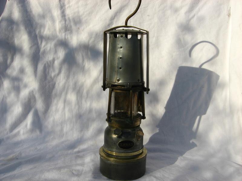 lampes de mineurs,  divers objets de mine, outils de mineur et documents  - Page 5 Img_9832