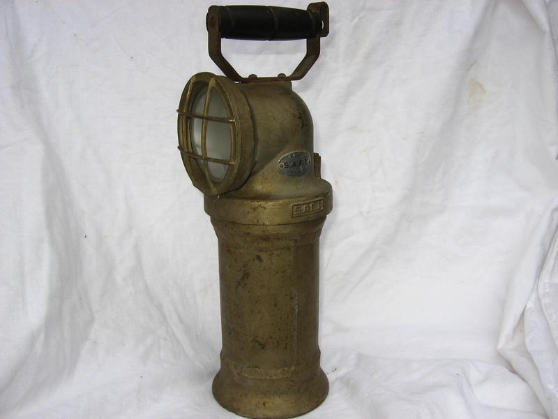 lampes de mineurs,  divers objets de mine, outils de mineur et documents  - Page 5 Img_9843