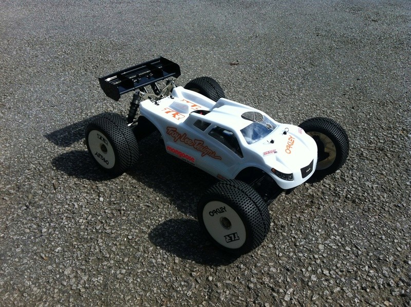 1er Truggy 1/8 - TLR 8ight-T 3.0 E - Page 2 01010
