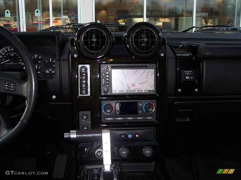 Connaissiez vous le Hummer H2 2006 Pacific Blue SUV ? vue par le Club Hummerbox cette édition très limitée 70432211