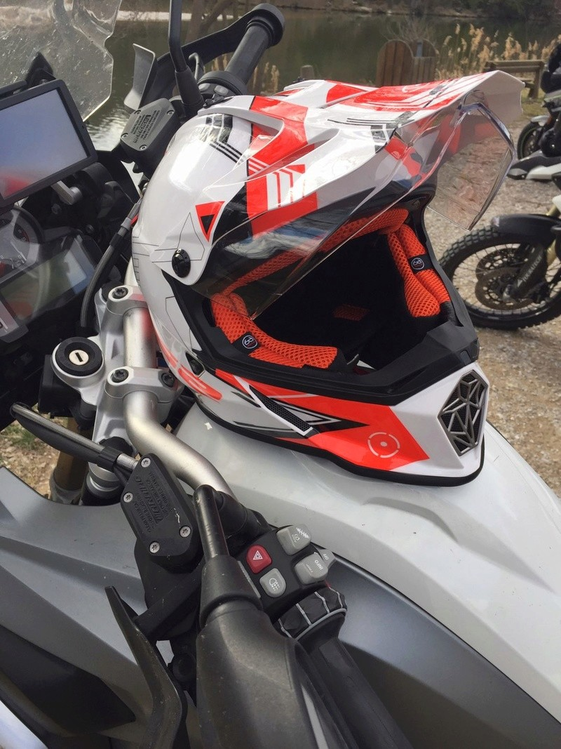Casque moto-cross pare-soleil integre - Page 2 Xwqz4611
