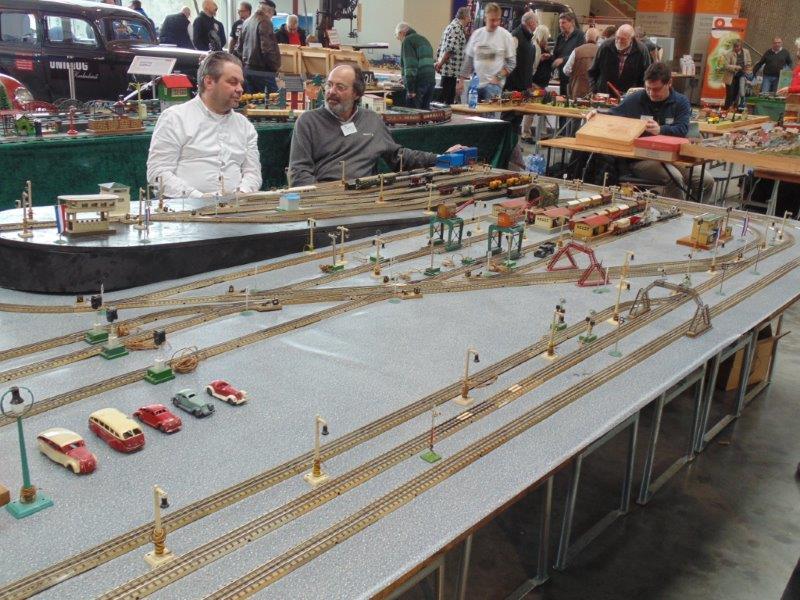 Voies Märklin anciennes et voie VB Trois rails Dsc01214