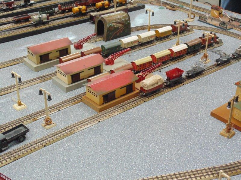 Voies Märklin anciennes et voie VB Trois rails Dsc01215