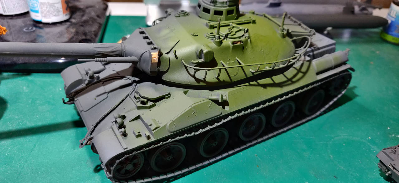 [Montage] AMX-30/105 Heller 1/35 Amx30_18