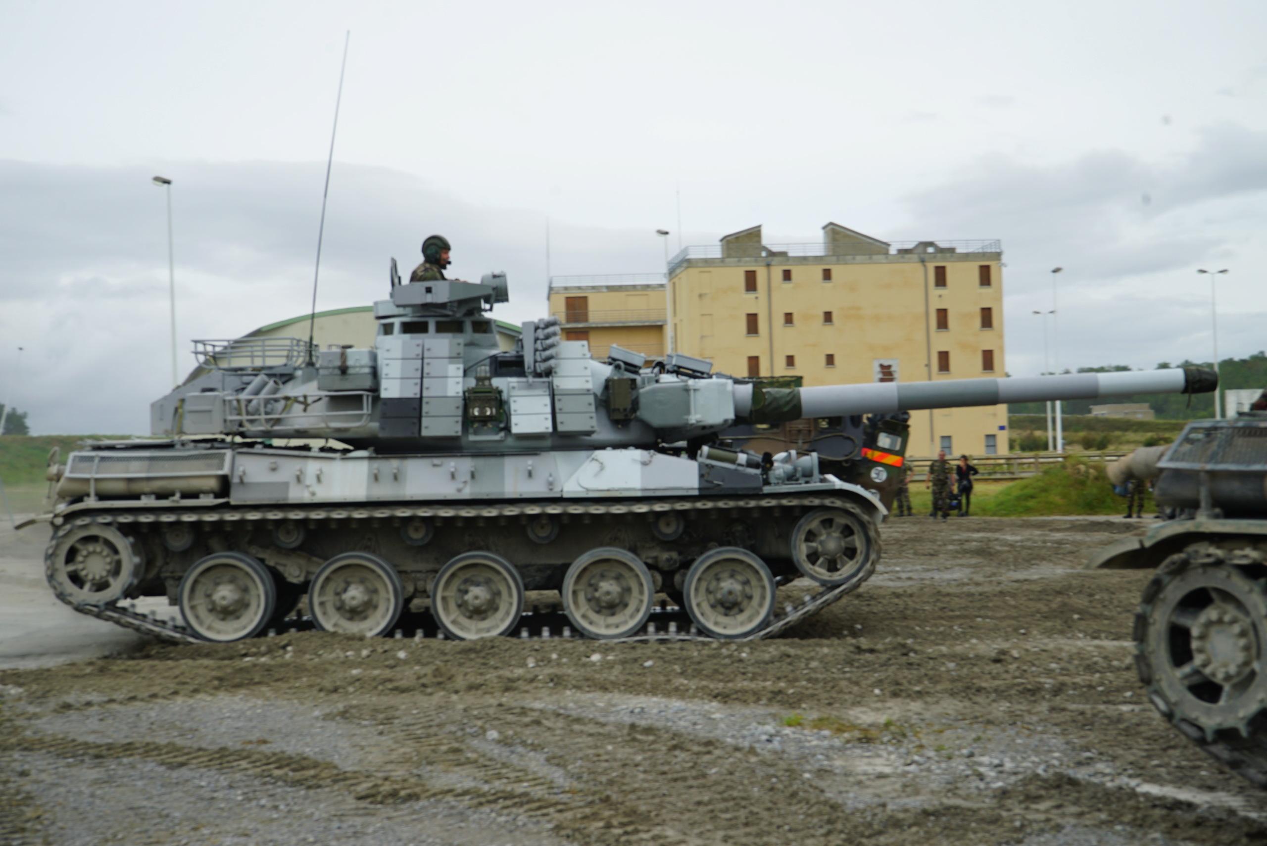 [Montage] AMX-30/105 Heller 1/35 Baptem10