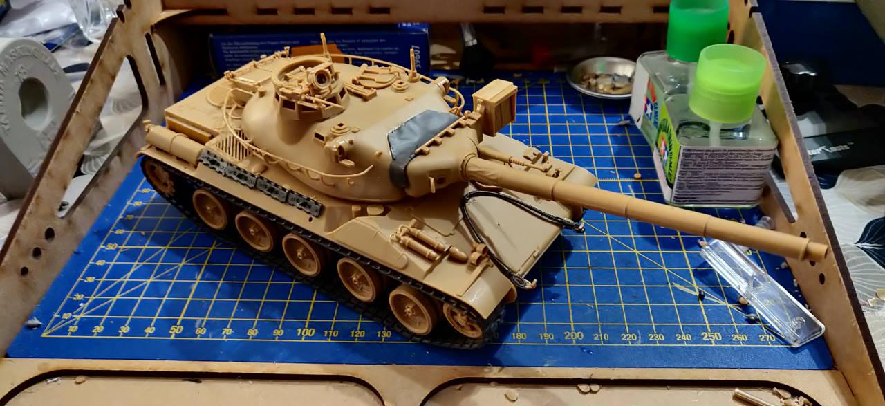 [Montage] AMX-30/105 Heller 1/35 Img_2107