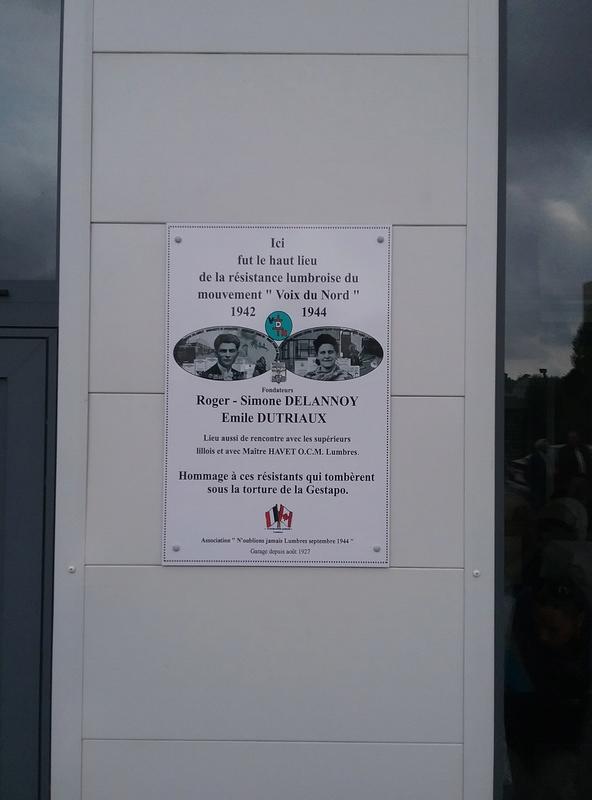 pose plaque famille Delannoy à LUMBRES 20160911