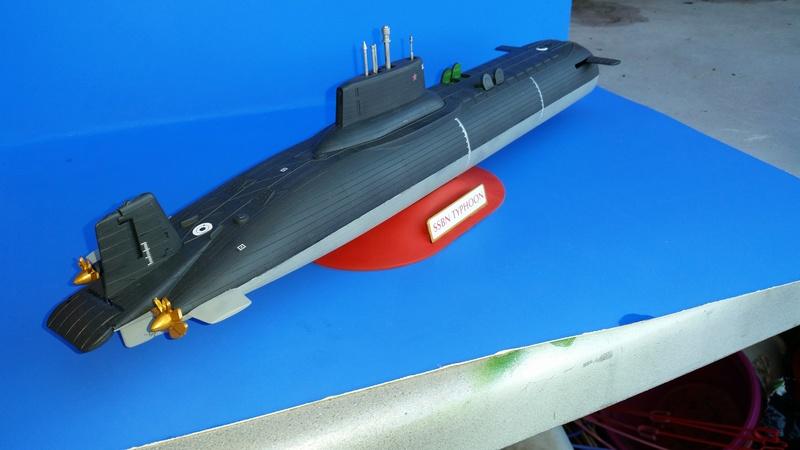 Soviet Submarine Typhoon Class von Revell in 1:400 56111