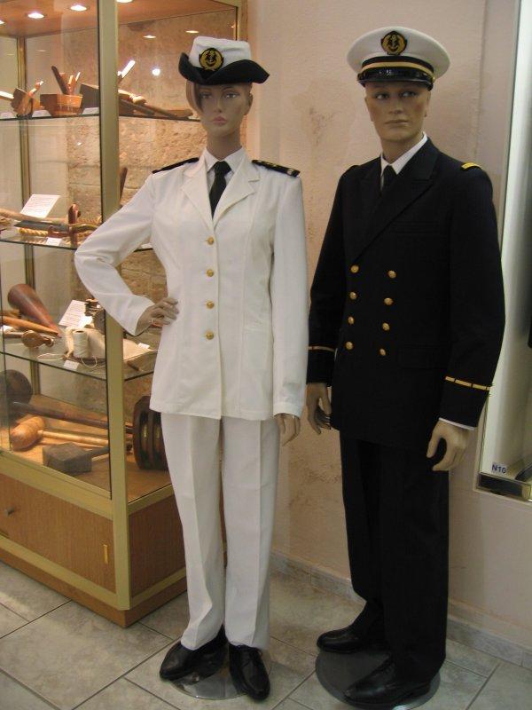 [ Les musées en rapport avec la Marine ] Conservatoire des tenues à Toulon - Page 3 27957610