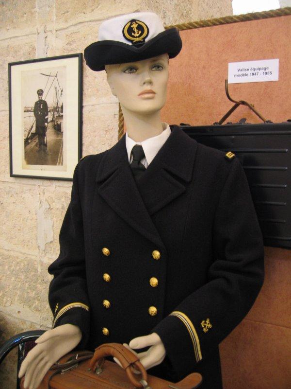 [ Les musées en rapport avec la Marine ] Conservatoire des tenues à Toulon - Page 3 28504510