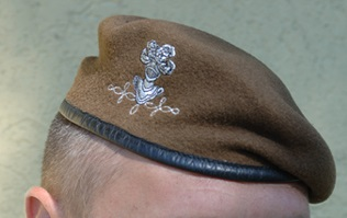 Du nouveau pour les anciens Marins (hors commandos) sur la tenue lors des cérémonies patriotiques - Page 3 Beret_10