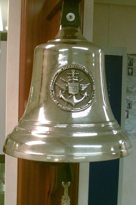 [Autres sujets marine] Les cloches de nos bâtiments (Armés et désarmés) - Page 2 Cloche11