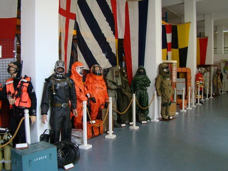 [ Les musées en rapport avec la Marine ] Conservatoire des tenues à Toulon - Page 4 Dsc00911