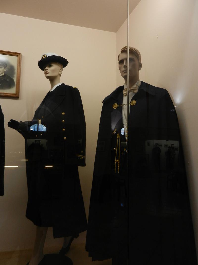 [ Les musées en rapport avec la Marine ] Conservatoire des tenues à Toulon - Page 3 Dscn0724